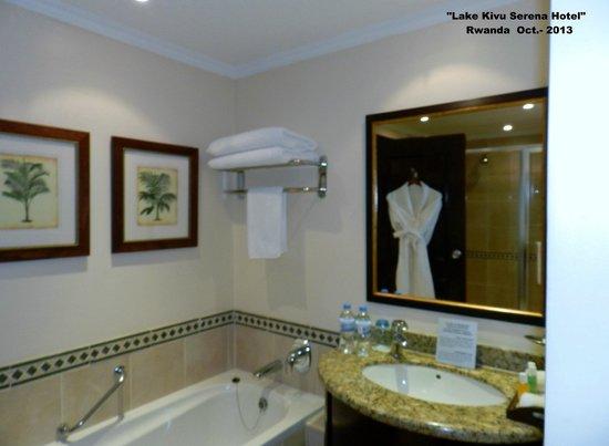 Lake Kivu Serena Hotel: Baño