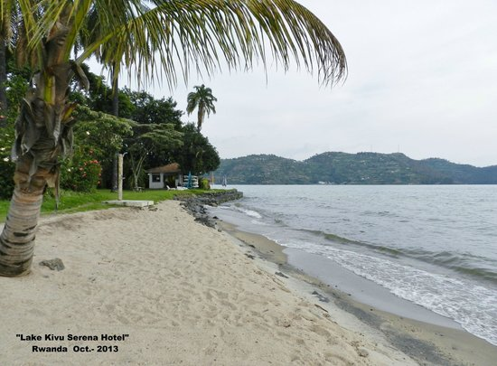Lake Kivu Serena Hotel: Playa del hotel