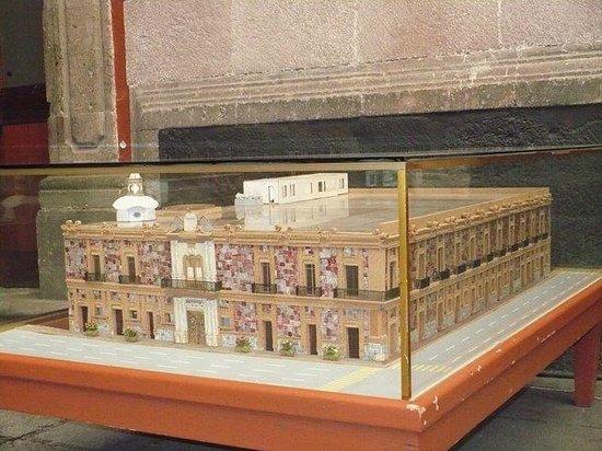 Museum of the City of Mexico (Museo de la Ciudad de Mexico): Maqueta del Museo (de frente)
