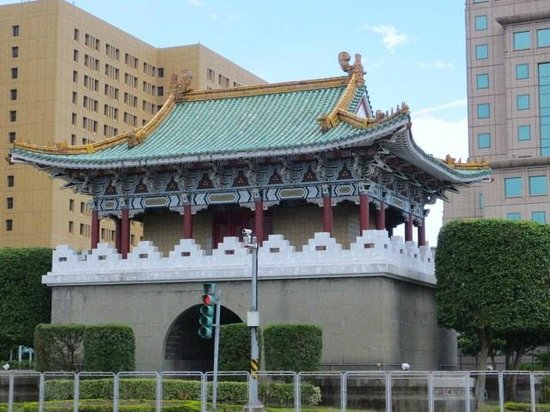 East Gate: 東門外観
