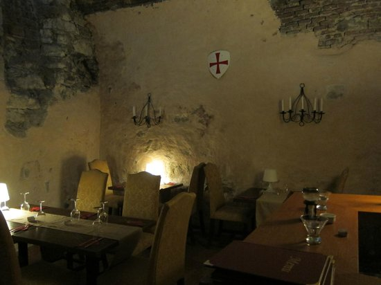 U Maltezskych Rytiru: Cave