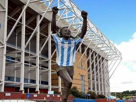 Leeds United F.C. Stadium: billy is a blue huddersfiled town