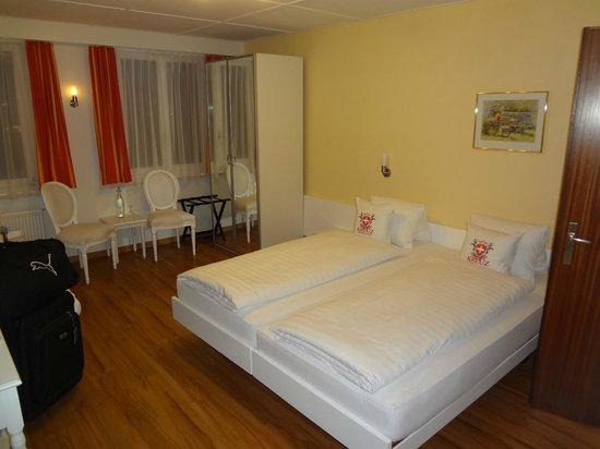 Hotel Weisses Kreuz: Quarto