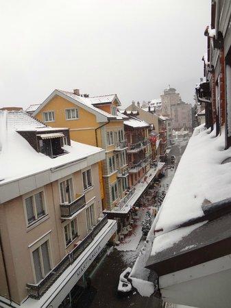 Hotel Weisses Kreuz: Vista do quarto