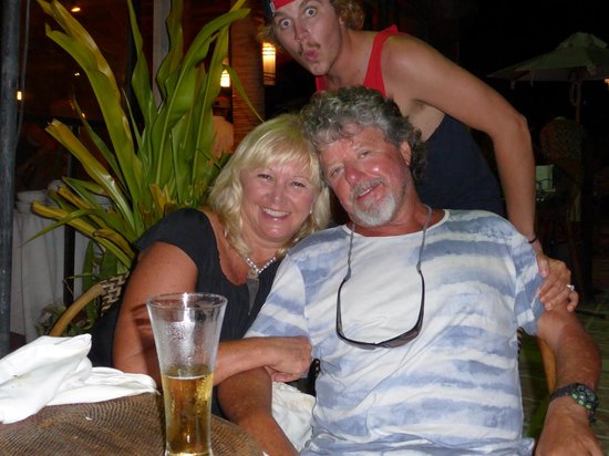 Artista Beach Villas : Scott photo bombing John and Marie-Ann