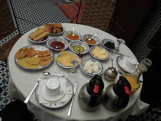 Riad Dar Tafilalet : Café da manhã só pra gente. Lindo!