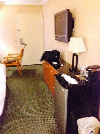Monterey Park Inn: Room size