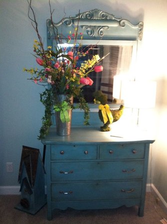 Greeneville Antique Market: Beautiful dresser painted with Chalk Paint ®