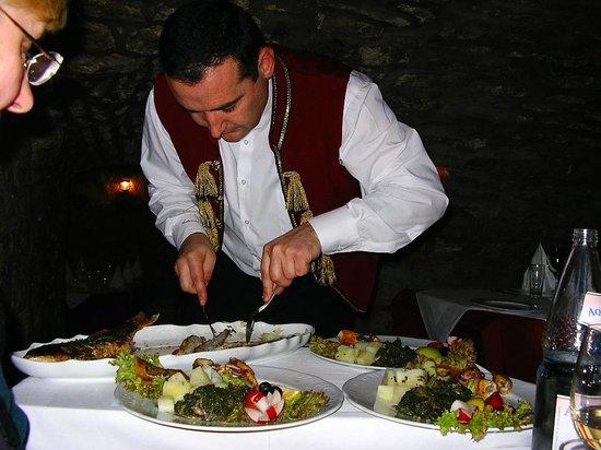 Konoba Catovica Mlini: friendly waiter