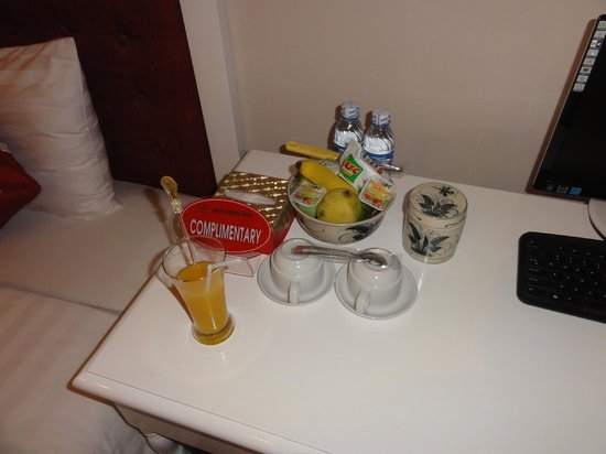 Calypso Grand Hotel: Everyday the staff would stock the room with a new variety of complimentary fruits