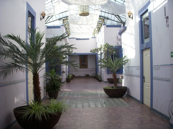 Hotel La Alhondiga : Central hallway of all the bedrooms. Very noisy area. Sound carries.
