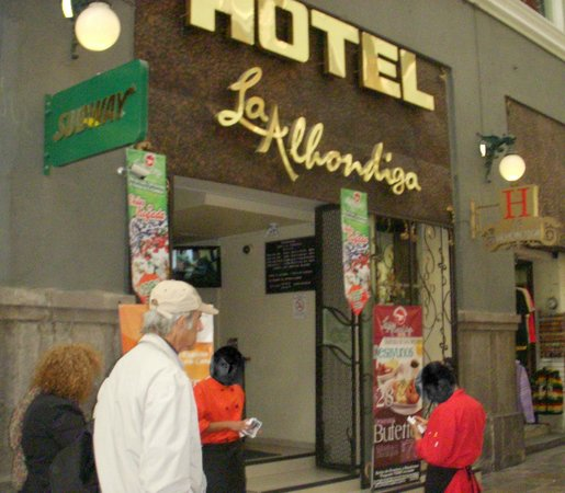 Hotel La Alhondiga : Entrance to hotel, accessible only through a corridor from street