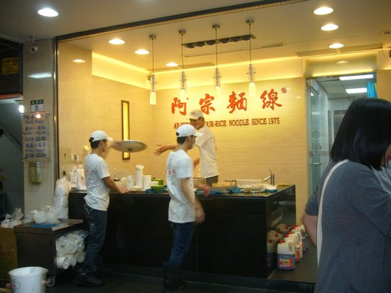 Ay-Chung Flour-Rice Noodle(Ximending): 手際よい