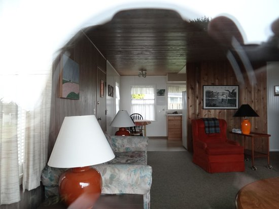 Dungeness Bay Cottages: Peeking into San Juan Suite