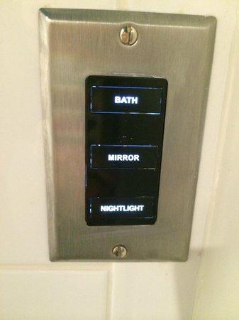 Thompson Chicago, a Thompson Hotel: A nightlight in the bathroom!