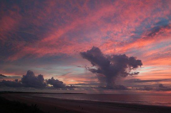 Bali Hai Resort & Spa : sunset at nearby beach