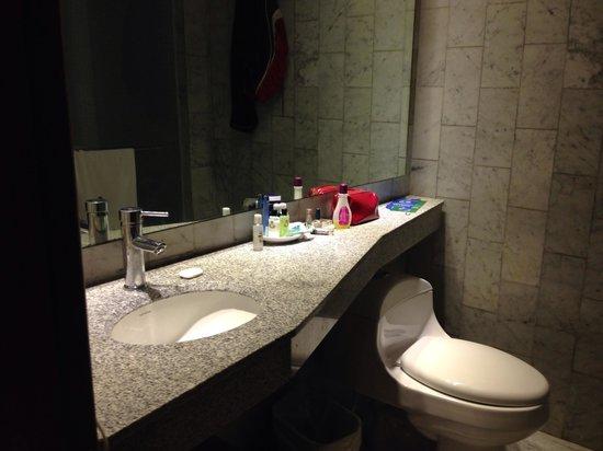 GHL Relax Hotel Sunrise: Baño moderno