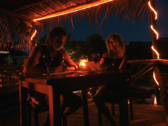 Sol y Mar Cabinas Rooms & Restaurant: Ein Sangria auf dem 'Hochstand'