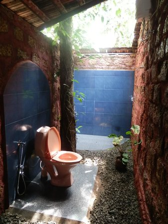 Marari Dreamz: Open air bathroom