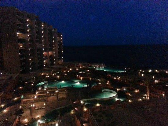 Las Palomas Beach & Golf Resort: Las Palomas de noche