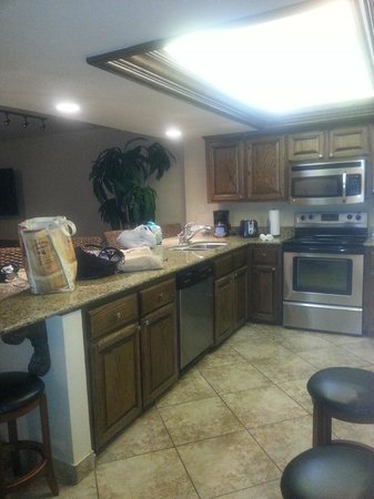 Suntide III Condominiums : Kitchen