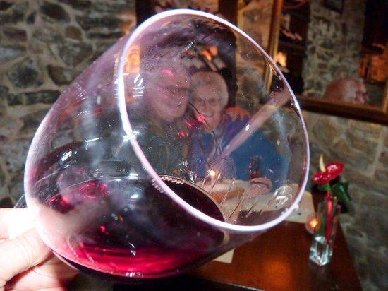 La Bucaccia: Couple Celebrating Wedding Anniversary