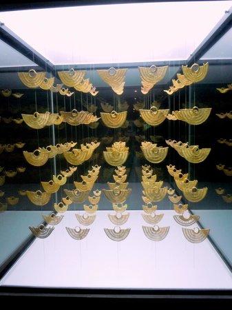 Museo del Oro Zenu : Colección de aretes de oro