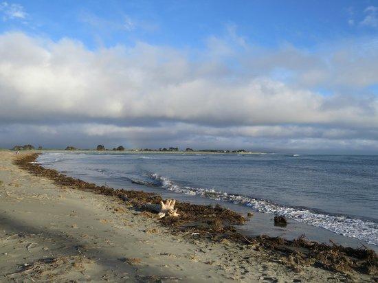 Sumner Bay Motel : Sumner Beach