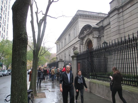 The Frick Collection : Waiting in line