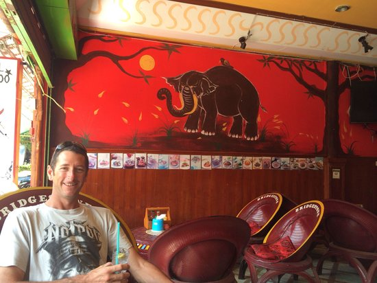 Crazy Elephant: Comfy stop for a drink !