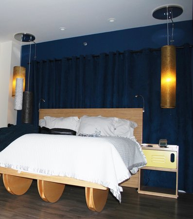 NYLO New York City: the bed lights, lighting and lamp switches were boss