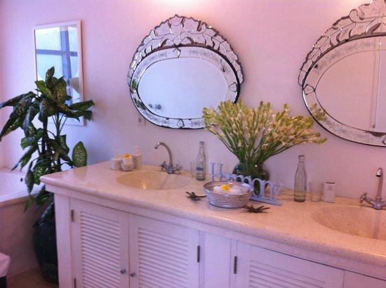 Goddess Retreats : Joy shared bathroom