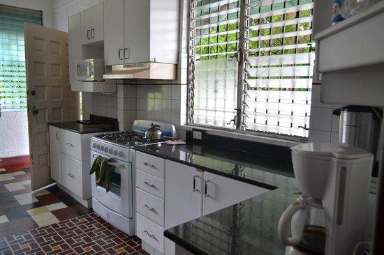 San Francisco Inn Hostel Panama: Kitchen