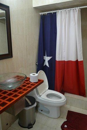 San Francisco Inn Hostel Panama: Bathroom