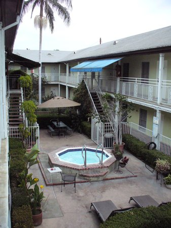 Coral Sands Motel: The inner courtyard