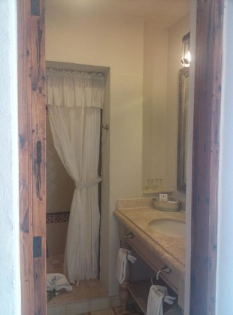Hotel Casa Primavera: partial view of the bathroom