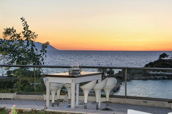Lavista Boutique Hotel: VIEW FROM DINING ROOM OUT TO SEA