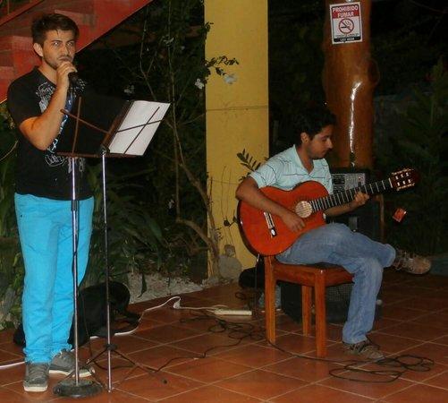 Sol y Mar Cabinas Rooms & Restaurant: Live Music