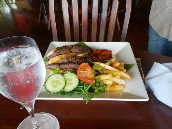 Ospreys Port Douglas Restaurant: Steak sandwich