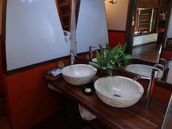 Manga Soa Lodge: salle de bain