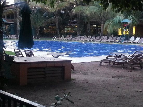 Kabira Country Club : pool area