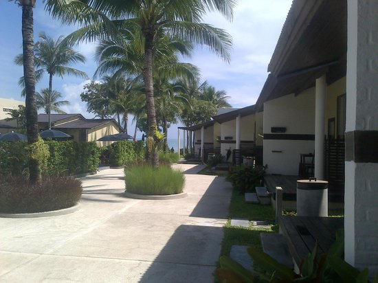 Baan Talay Resort: View outside the bungalow & straight ahead is the beach