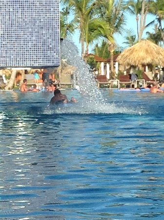 Breathless Punta Cana Resort & Spa: Pool for afternoon activities