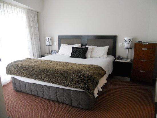 Bolton Hotel Wellington : Main bedroom