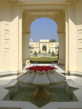 The Oberoi Udaivilas: Grounds