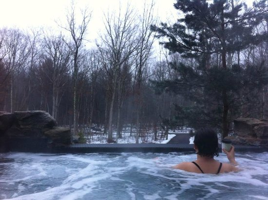 Hawley, PA: Outdoor morning jacuzzi.