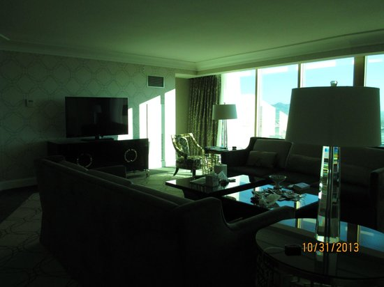 Four Seasons Hotel Las Vegas: Our living room area