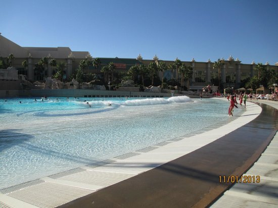 Four Seasons Hotel Las Vegas: Wave pool at Mandalay Bay