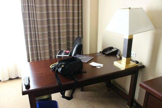 Sheraton Atlanta Perimeter North: desk