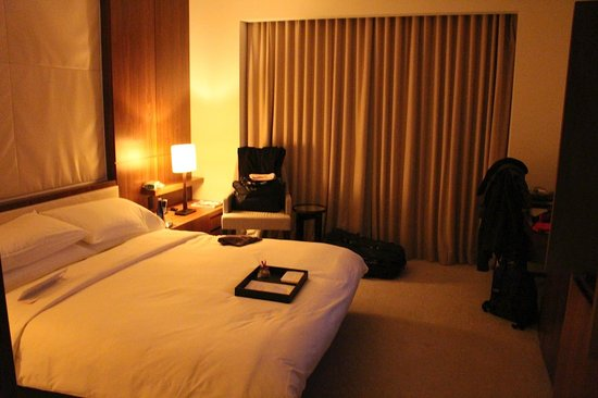 Langham Place, New York, Fifth Avenue: Beautiful big room with King bed